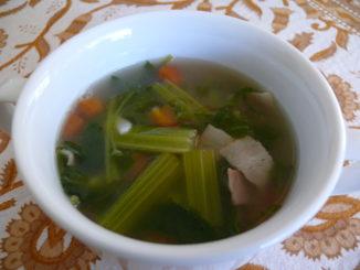 ストレスにおすすめの薬膳レシピ 『セロリと三つ葉のスープ』